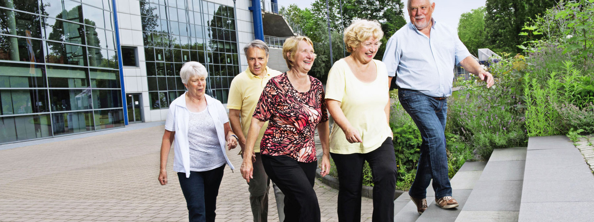 Teaser ATP: Ältere Leute laufen Treppe hinauf